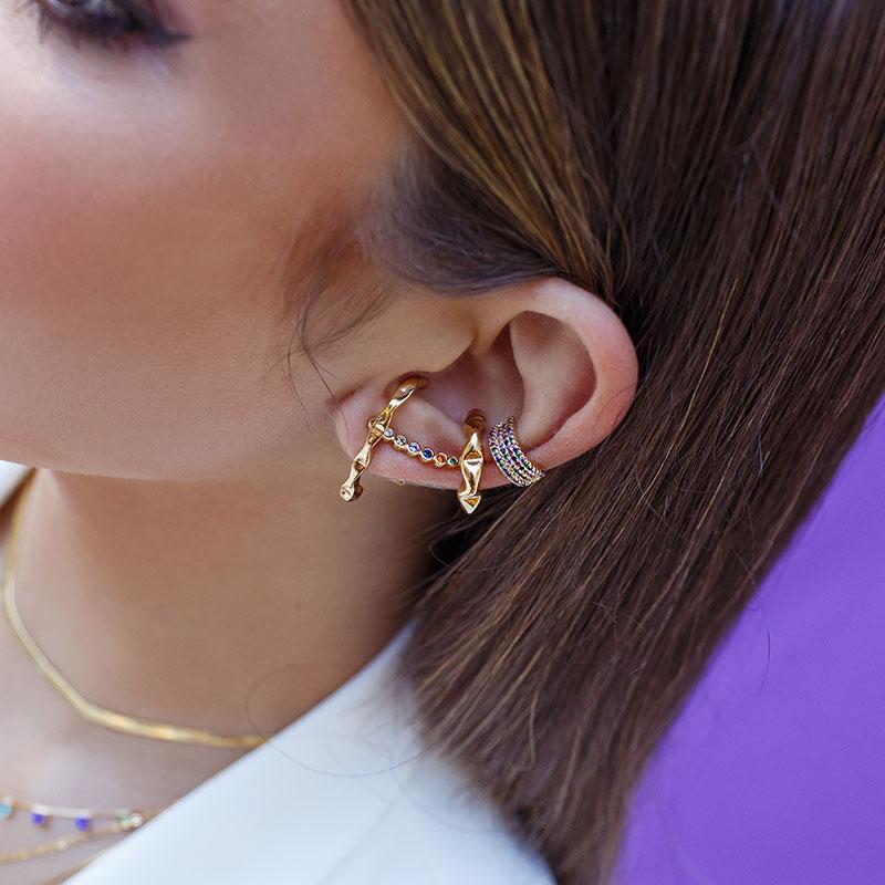 Brinco semijoia ear cuff pontos de luz coloridos banho de ouro