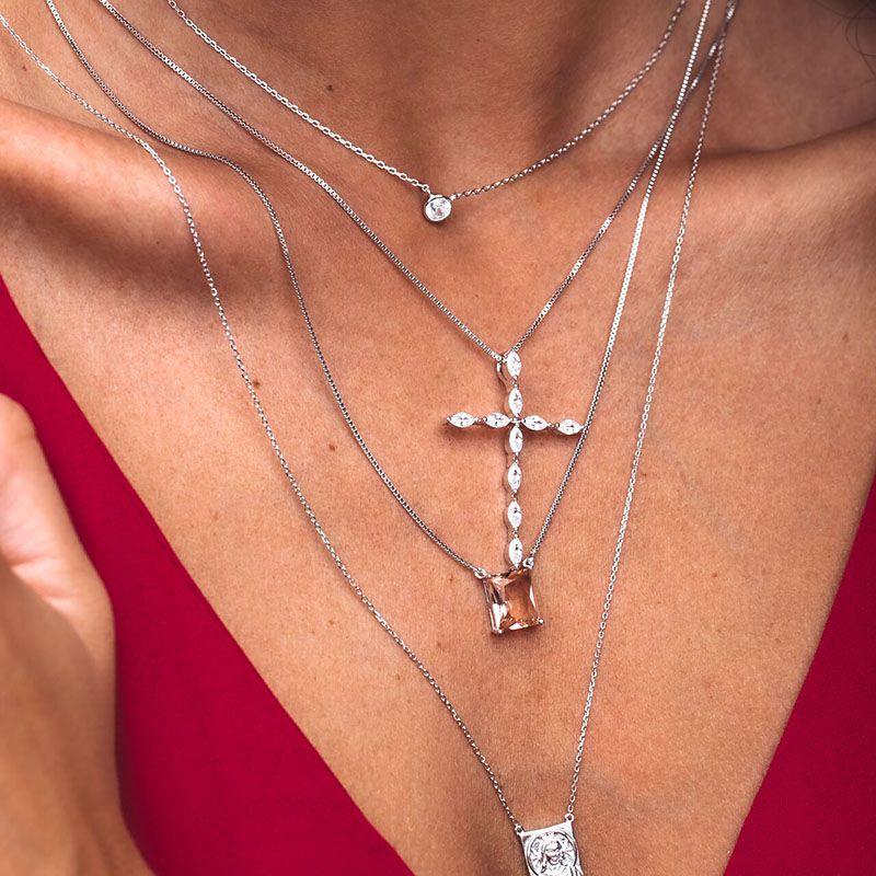 Colar pingente cruz cravejado navetes cristal ródio branco
