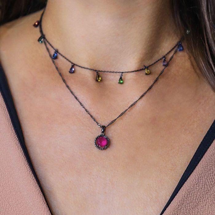 Colar redondo cor rubi detalhes ródio negro