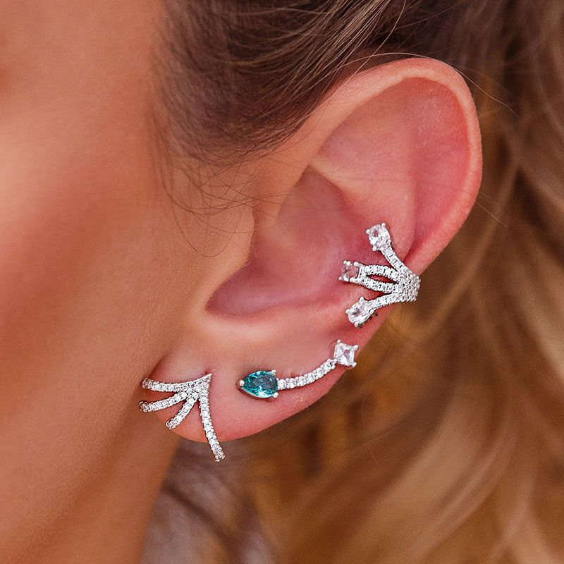 Mix de brincos ear cuffs + piercing cravejados