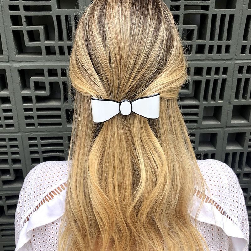 Presilha de cabelo laço grande azul claro com contorno