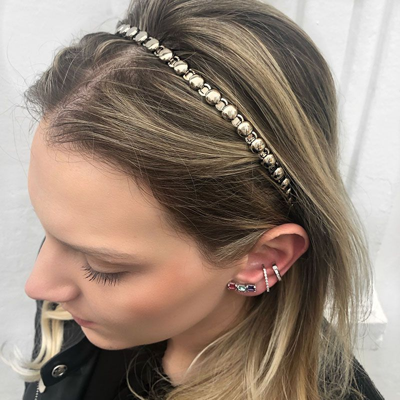 Tiara de cabelo esferas em metal prateada