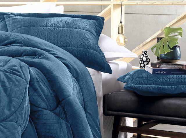 26d136faff Edredom Blend Elegance Azul Plush Microfibra Cobogó Altenburg - Casa ...