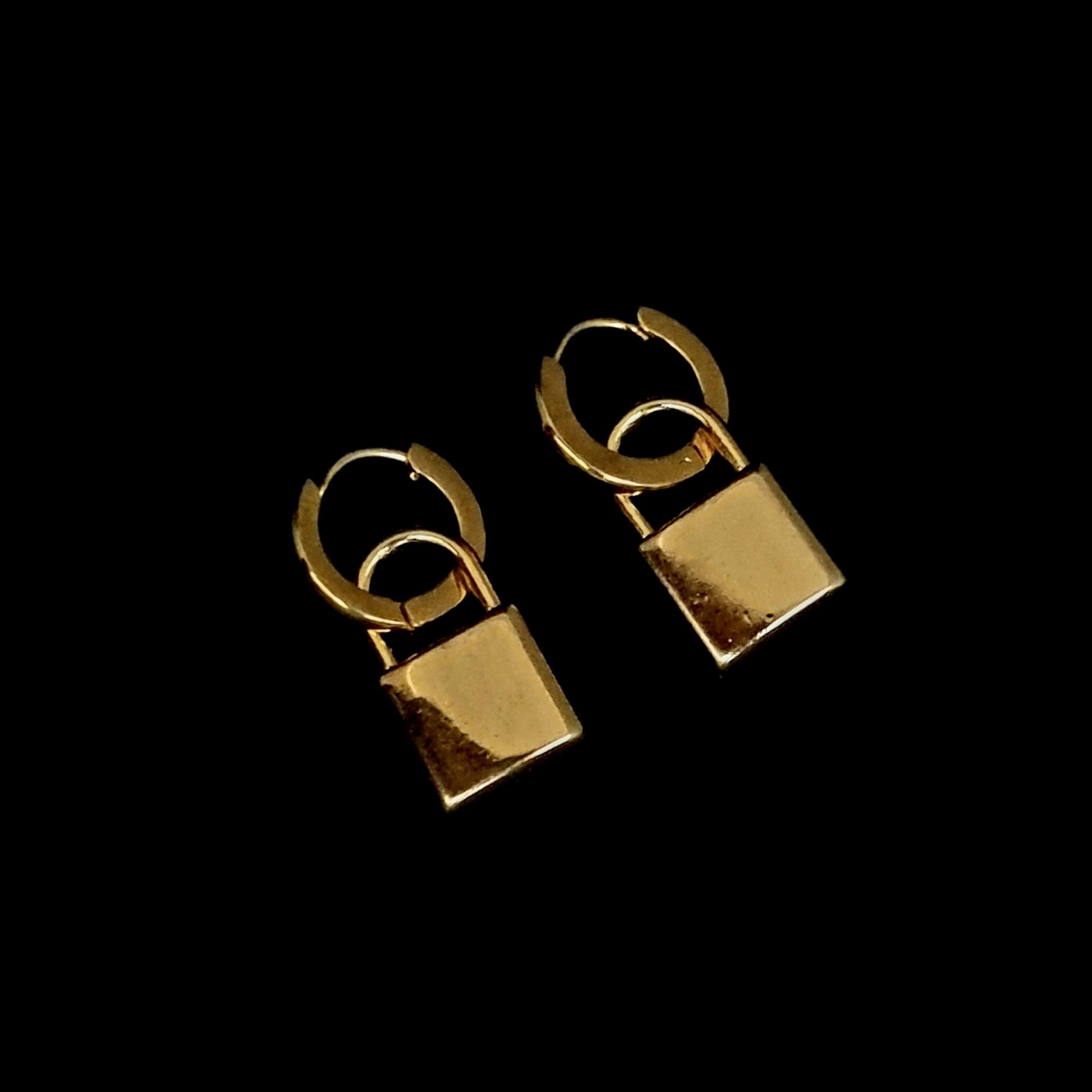 Brinco Aço Inox Lock Gold