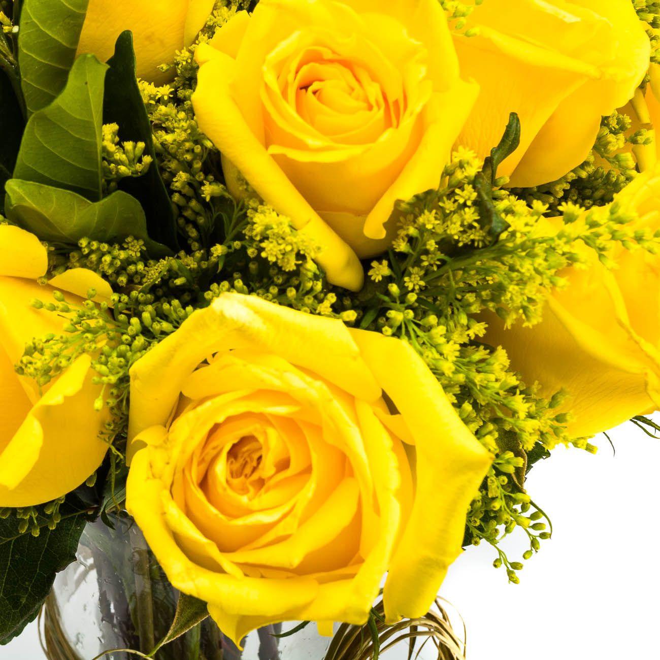 Ferrero Rocher e 6 Rosas Amarelas no vidro