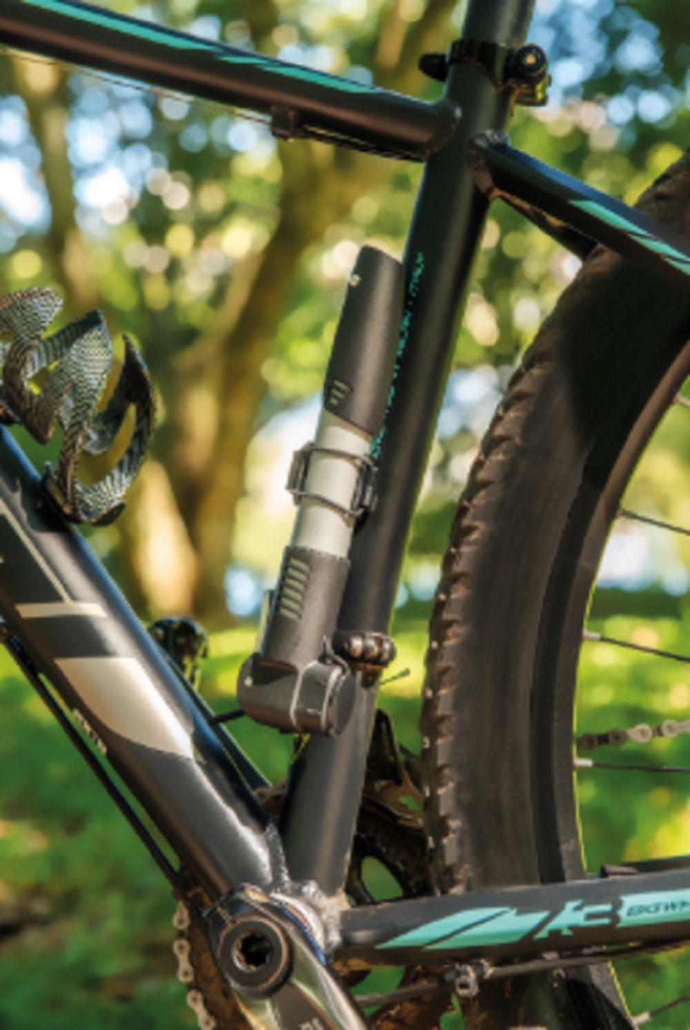 Bomba de Ar Portátil P/ Bicicleta Sem  Manômetro  90PSI  Tramontina