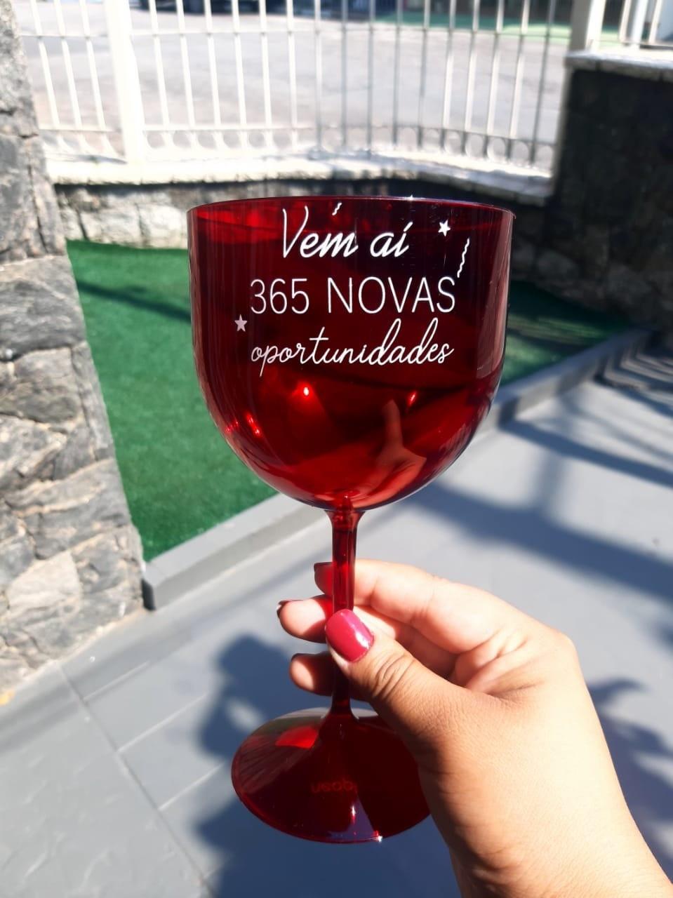 Taça de Gin 550ml Vermelha Translúcida Personalizada 365 oportunidades para Despedida de Solteira