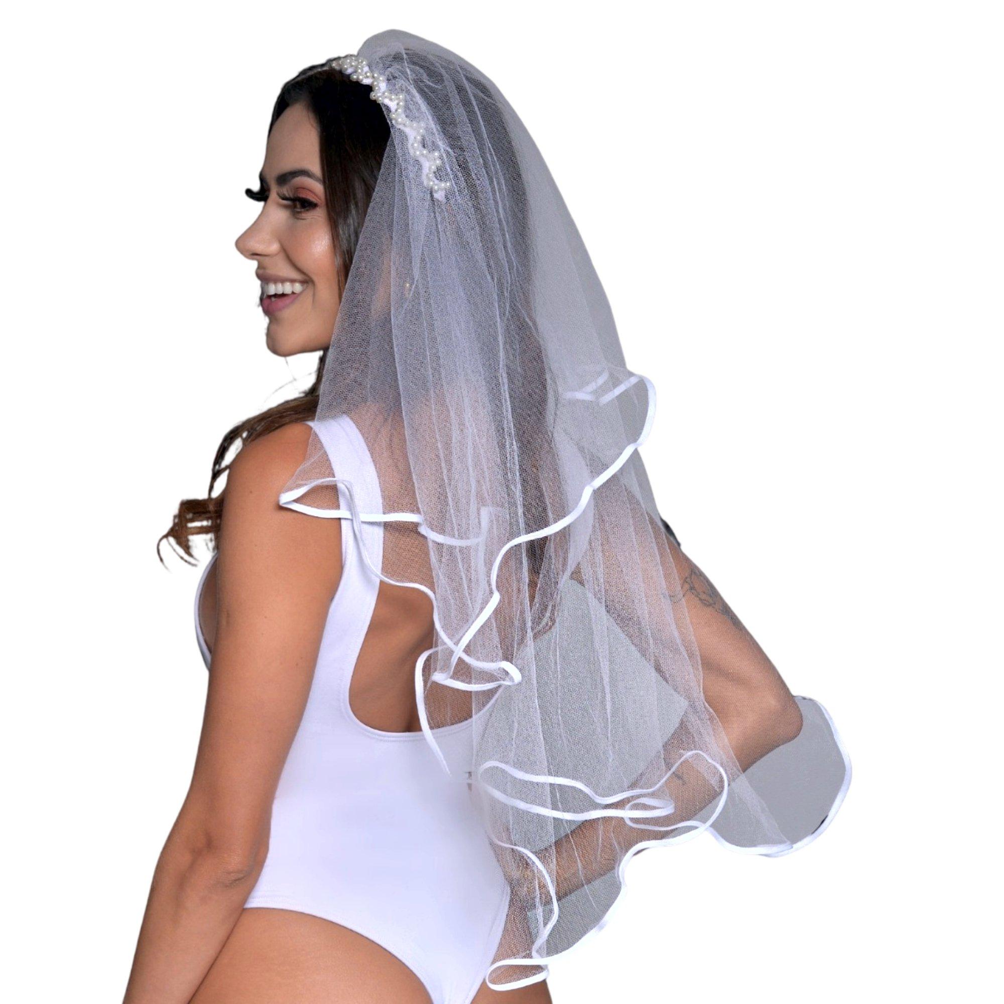 Véu longo em tiara com pérolas