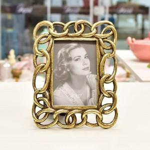 Porta Retrato 10x15 De Resina Com Acabamento Elos Dourados - 55456