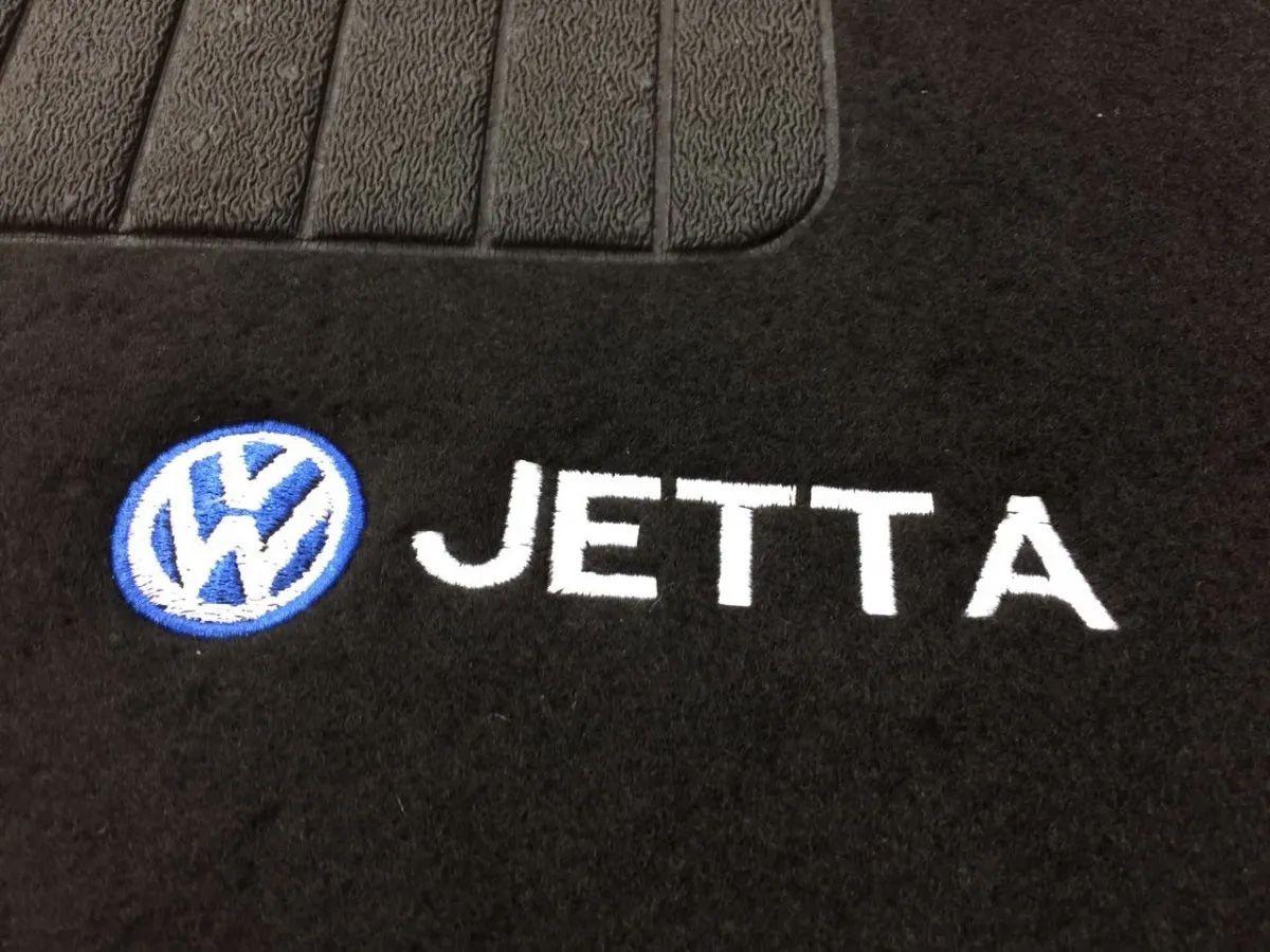 Tapete Carpete Volkswagen Jetta Bordado Logo Preto Personalizado Poliparts