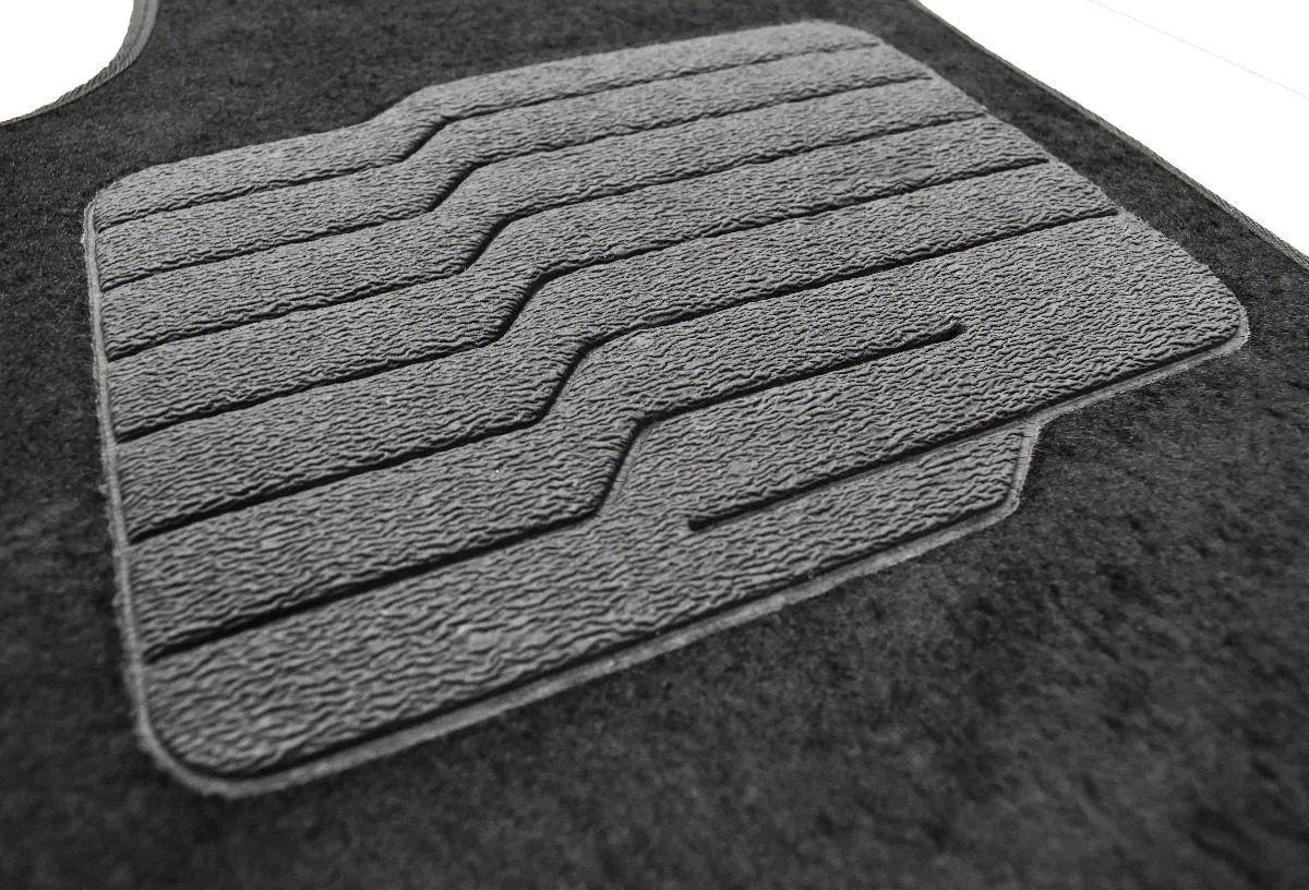 Jogo de Tapete Carpete Jetta Bordado Logo Automotivo Preto Personalizado