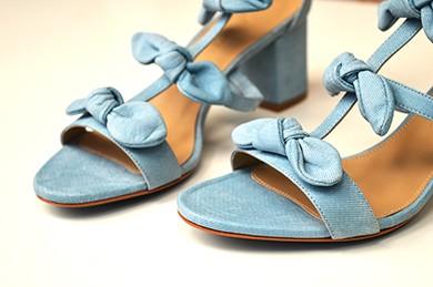 Sandália laços azul claro Leila  - Angelina Vai às Compras