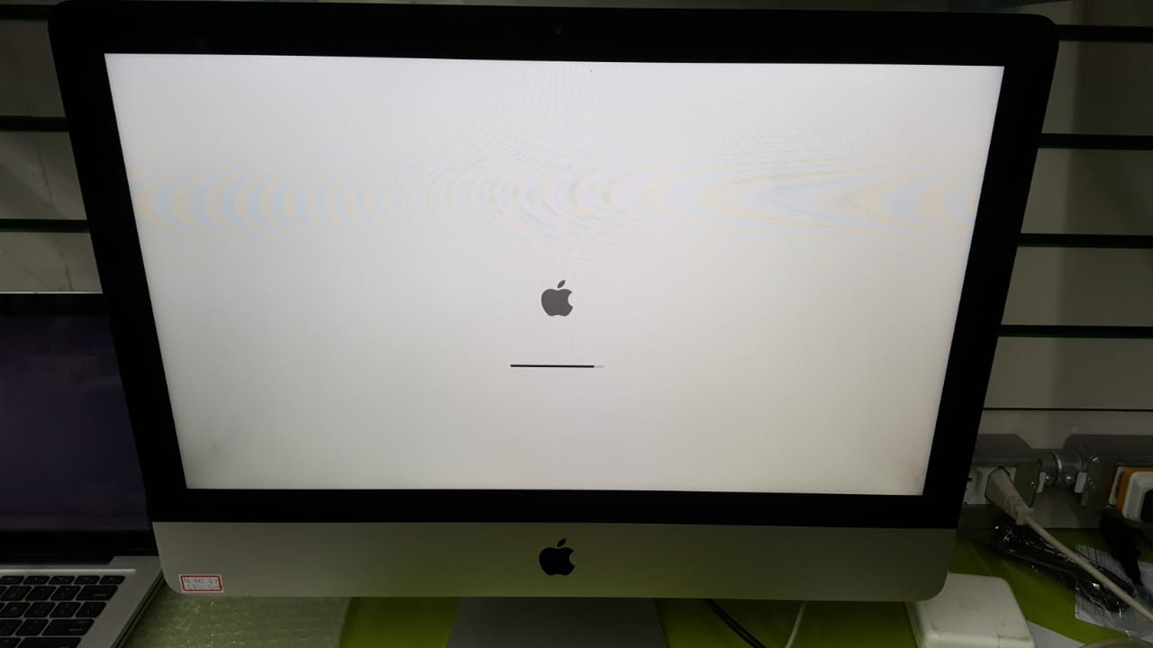 APPLE IMAC 21,5 I3 4GB 500 GB 2010 USADO