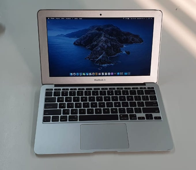 MACBOOK AIR 11 POLEGADAS I5 4GB. RAM SSD 128GB USADO