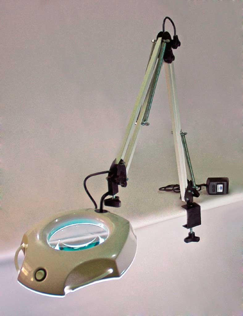 Lupa De Mesa / Bancada 135rmbi 4-7x C/ Bifocal (110/220v)   - 135rmbi Led  - Intex