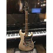 Guitarra Squier Standard Stratocaster Vintage Blonde