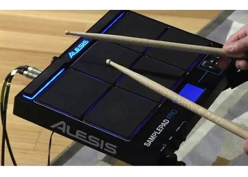 Percussão Eletrônica Alesis Sampler Pad Pro 8 Pad Saída Midi