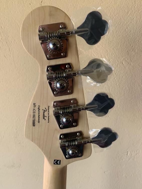 Contrabaixo JazzBass Squier by Fender Affinity 037-0760-532 Brown Sunburst