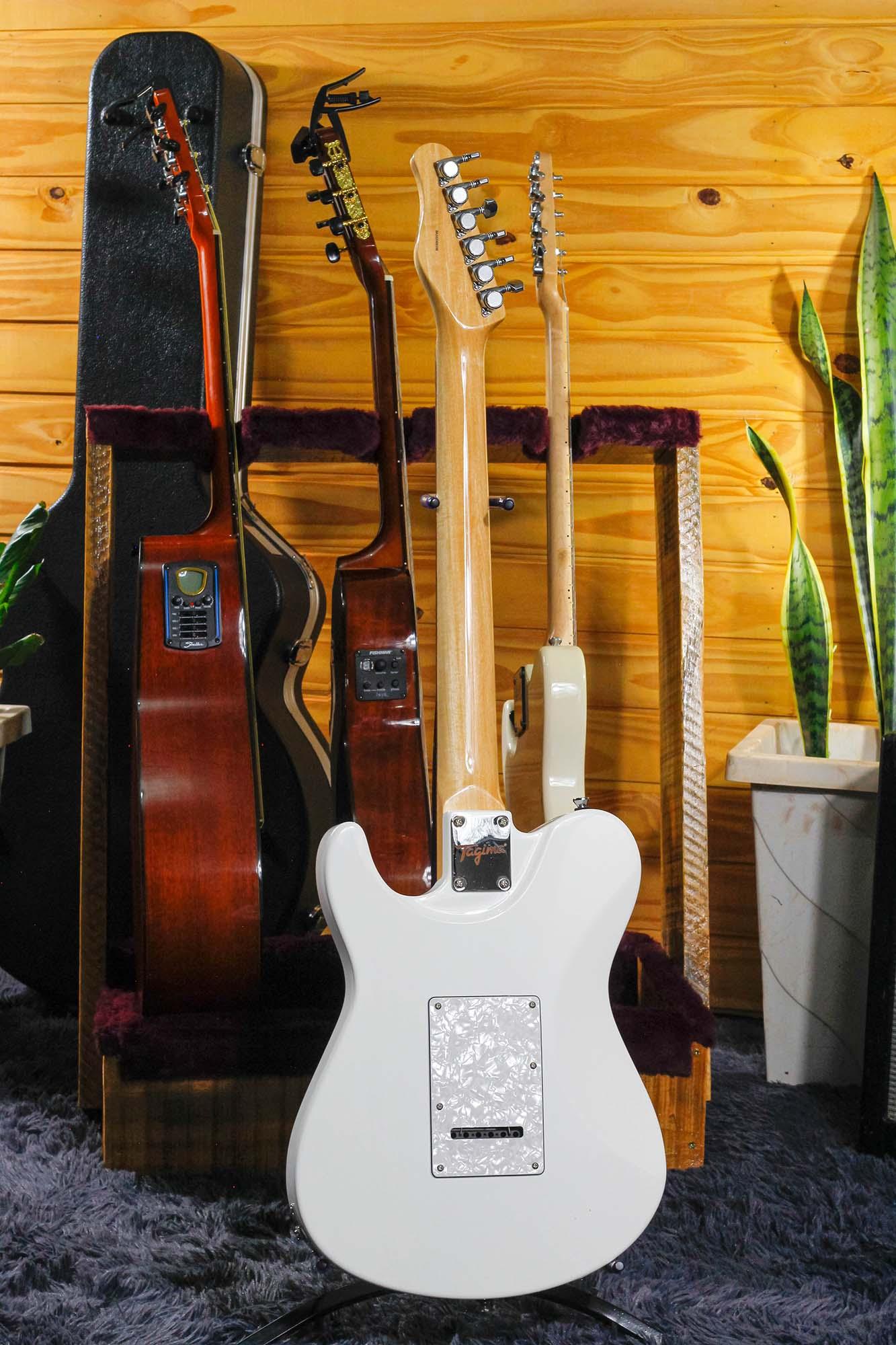 Guitarra Tagima T-930 Classic em Cedro Brasileiro com Tremolo Branco
