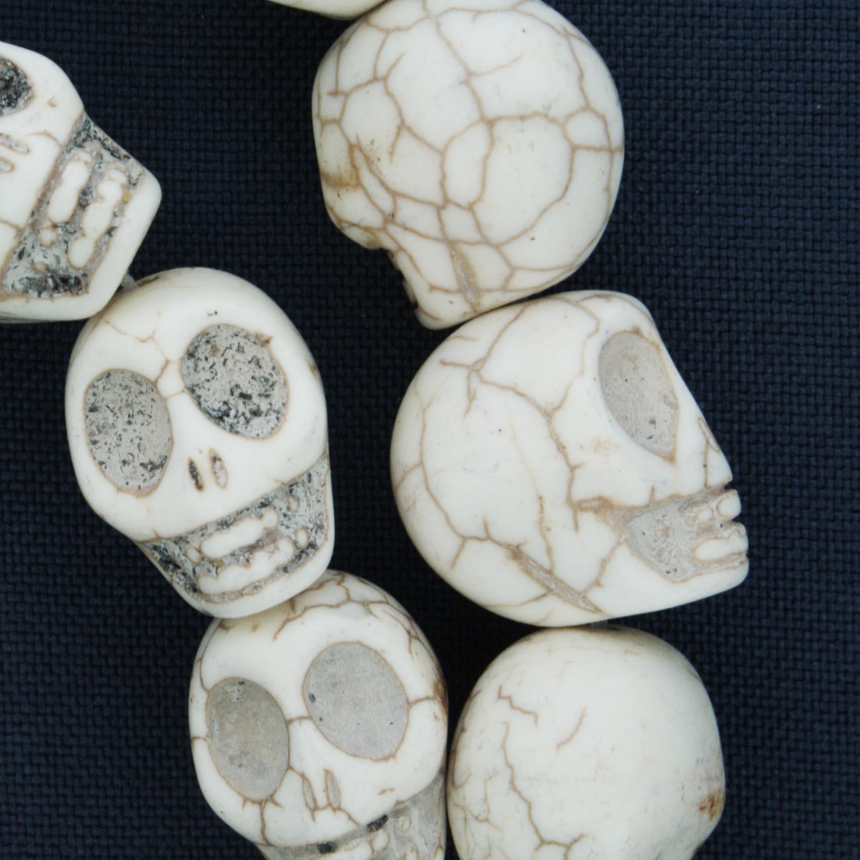 Fio de Caveira de Pedra - Branca - Média - 18x15mm  - Universo Religioso® - Artigos de Umbanda e Candomblé