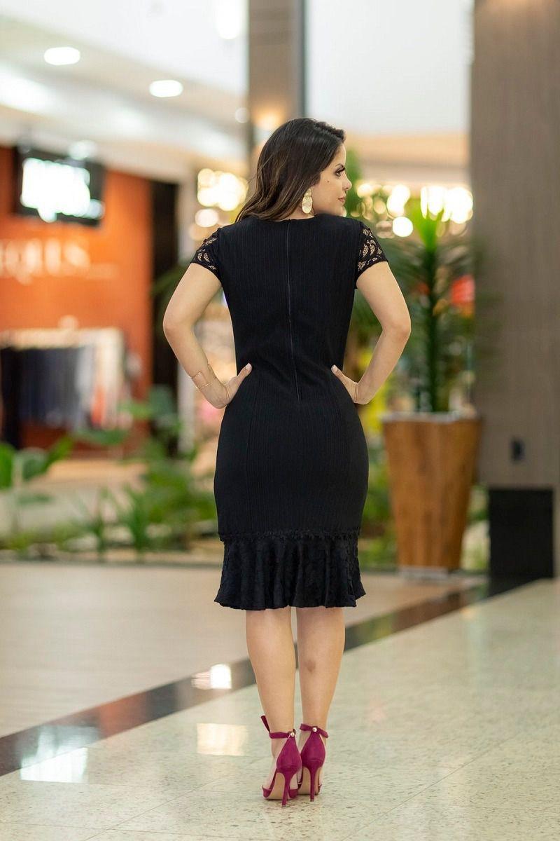 92253 Vestido em malha com detalhes em renda e forrado