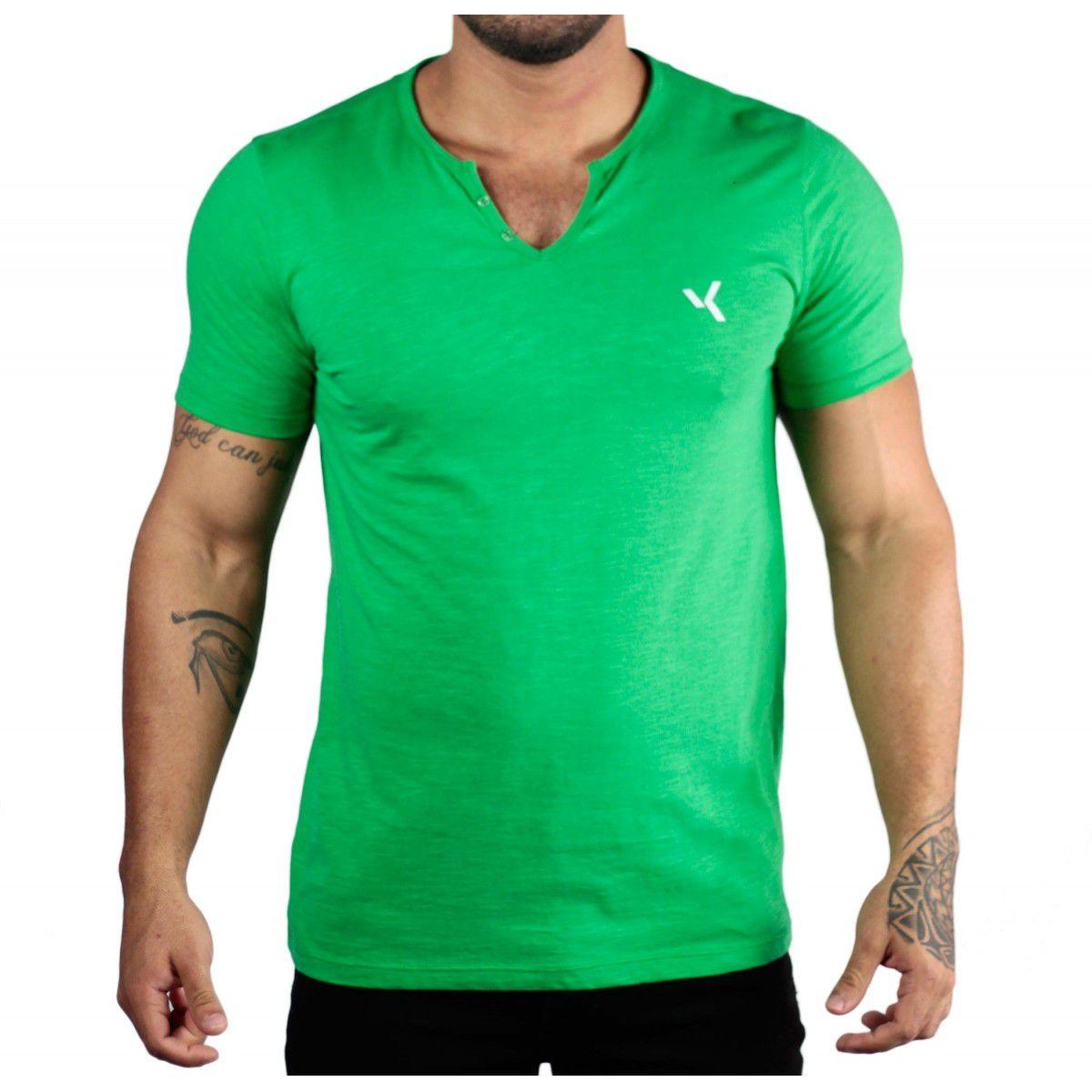 84ea5dcb2d Camiseta Básica Flamê Gola Henley Verde - VK by VK