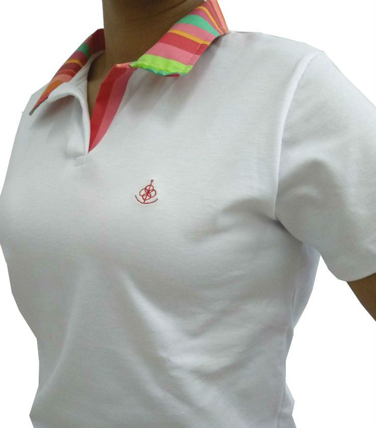 4349fd316bb24 Camisa Polo Feminina Branca Detalhe Listado Colorido - Fiopoá Camisaria ...