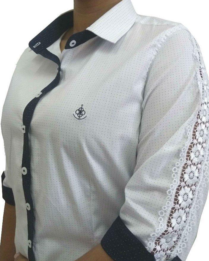 943b2b8c69 Camisa Social Feminina Tradicional 3 4 Branco Poá Detalhe Azul Vertical e  Renda Algodão Egípcio ...