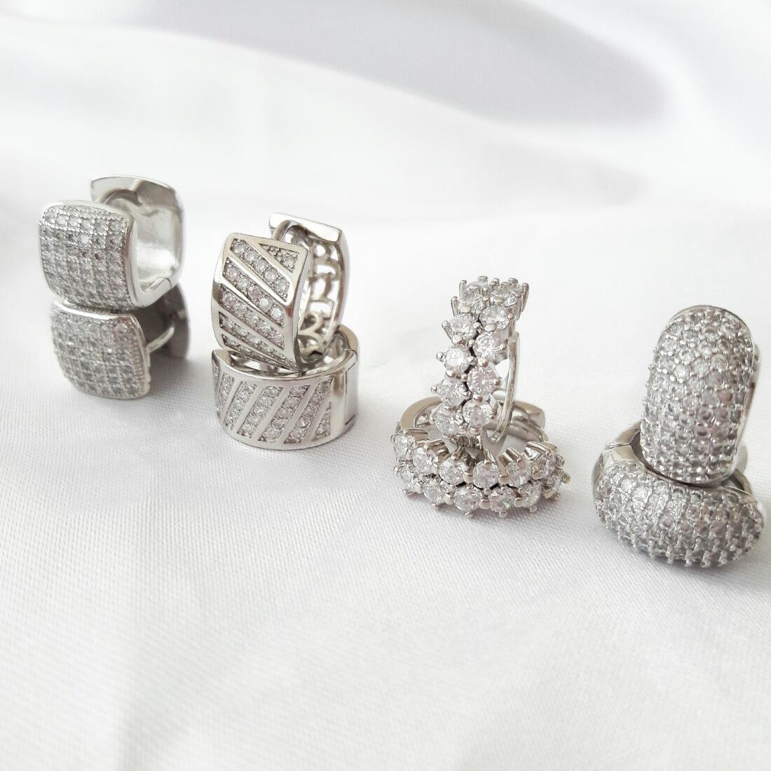Argola Pequena Prata de Zircônia Cristal Semijoia Ródio Branco  - Soloyou