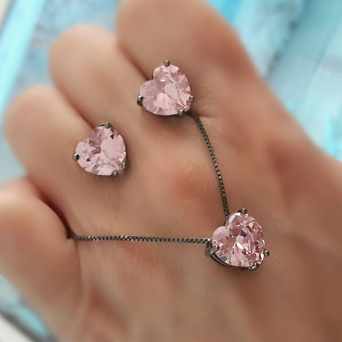 Brinco Coração Zircônia Rosa 10 mm Semijoia em Ródio Negro  - Soloyou