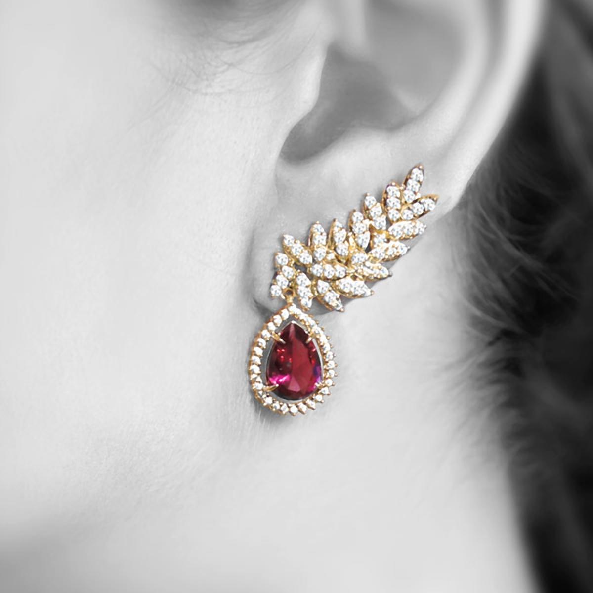 338ee46c75a21 ... Brinco Ear Cuff Semijoia em Ouro 18K com Zircônia Cristal e Cristal Rubi  Gota - SOLOYOU