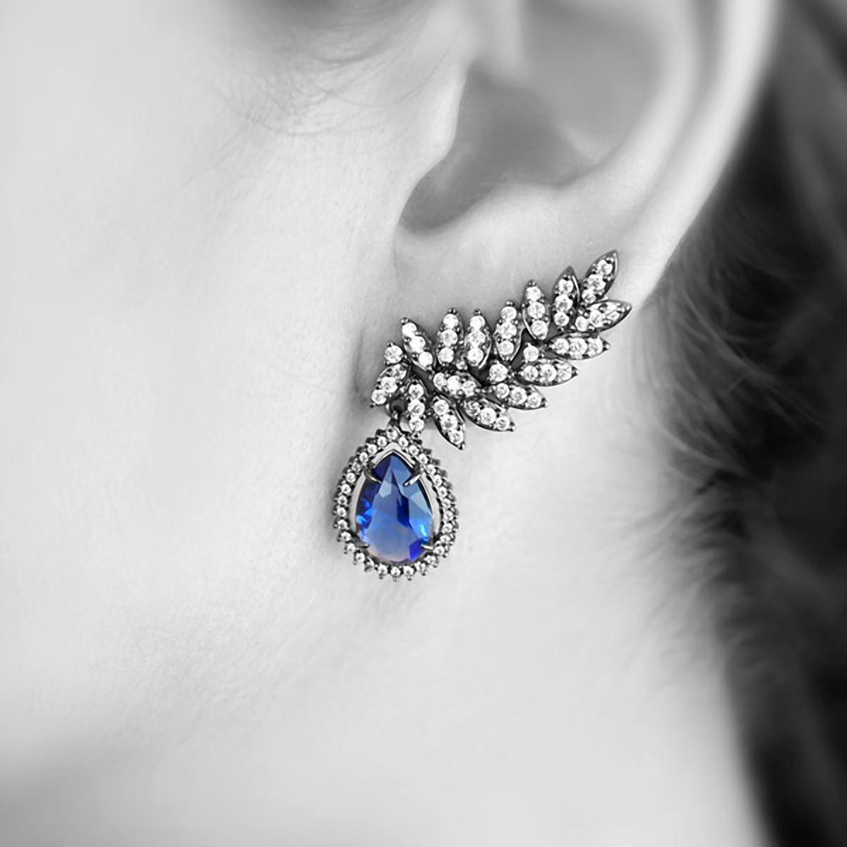 Brinco Ear Cuff Semijoia em Ródio Negro com Zircônia Branca e Gota Cristal Azul Safira  - SOLOYOU