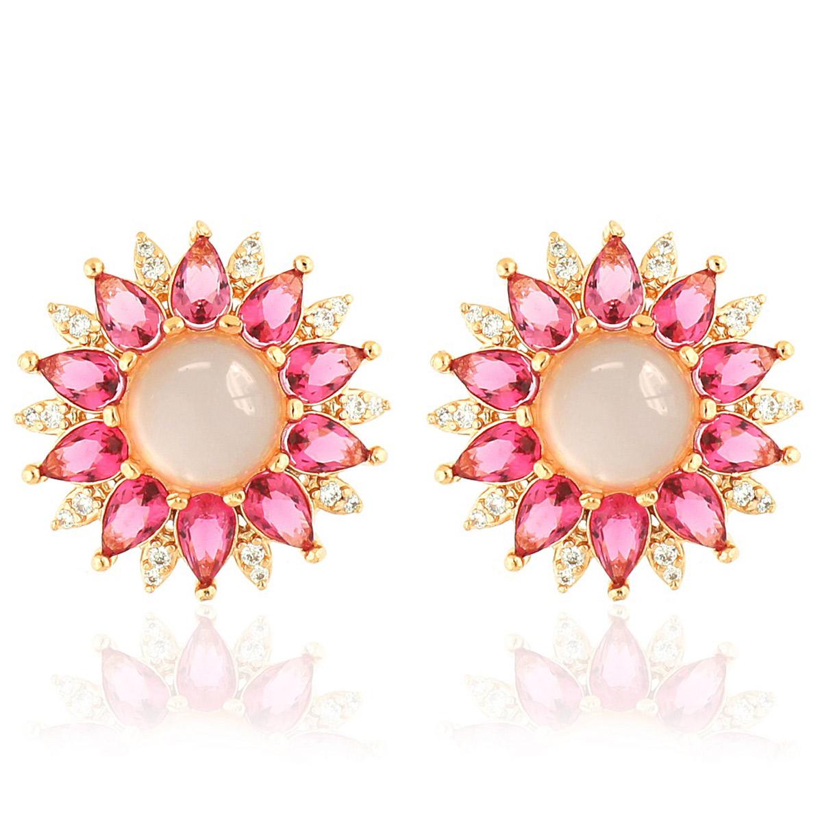 Brinco Flor Cabochão Semijoia em Ouro Rosé 18K com Zircônia Branca e Cristal Rosa Safira  - Soloyou