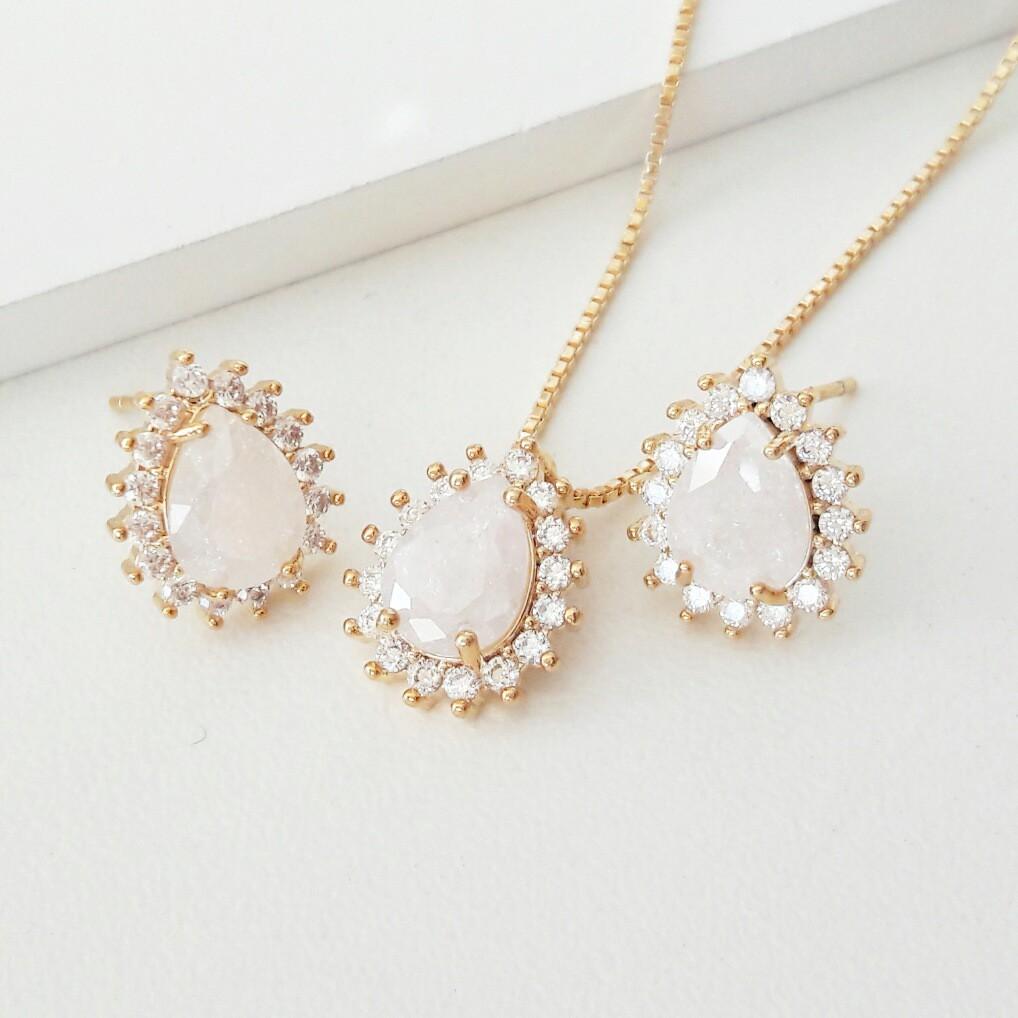 Brinco Gota Pedra Branca Fusion e Zircônia Semijoia Ouro  - Soloyou