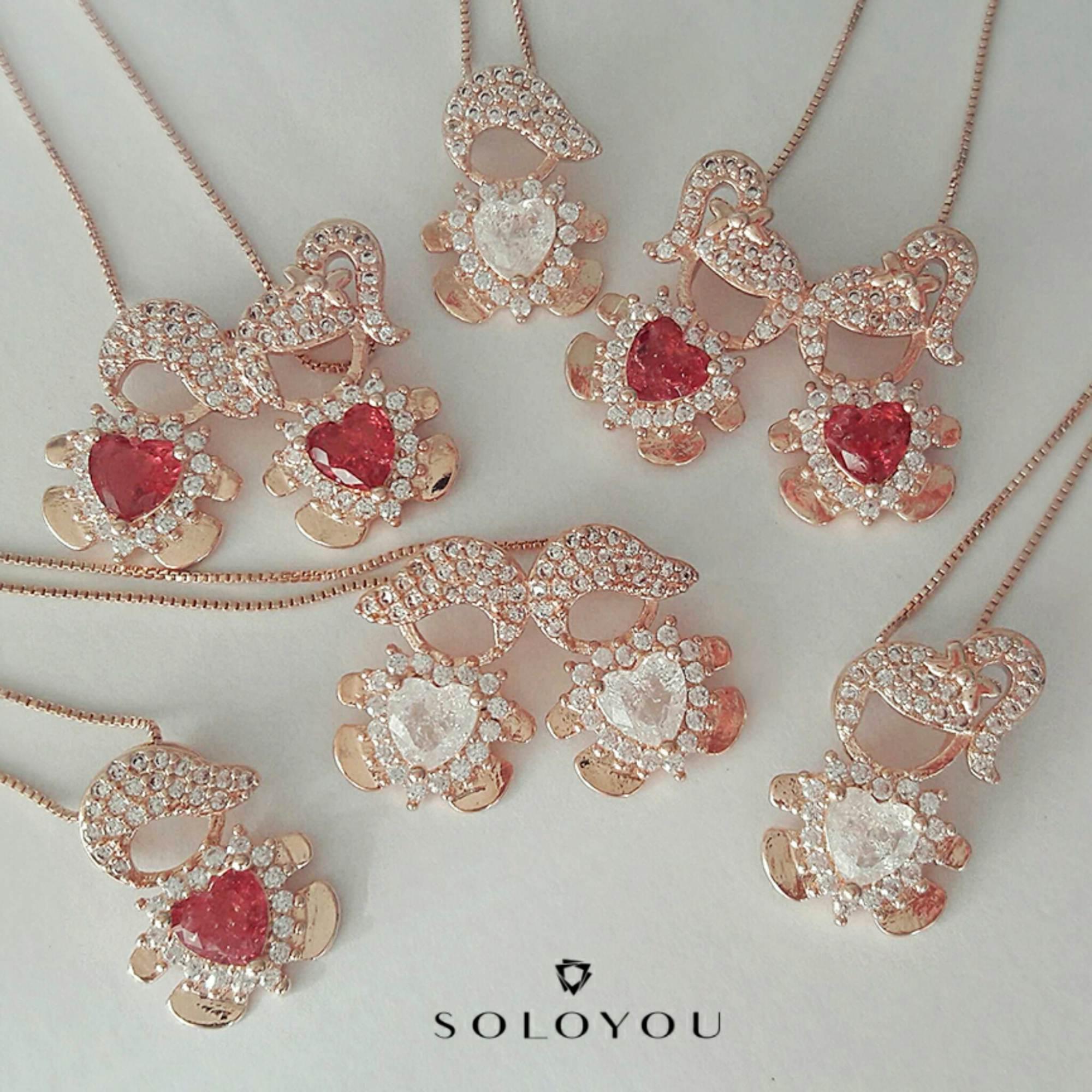 Colar com Pingente 1 Menina e 1 Menino Zircônia e Pedra Fusion Cristal Semijoia Ouro Rosé  - Soloyou