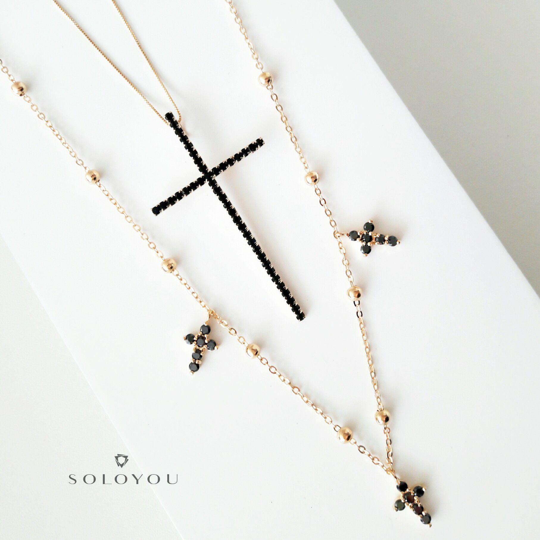 Colar Crucifixo Banhado Ouro Celebridades Grande com Zircônia Preta  - Soloyou