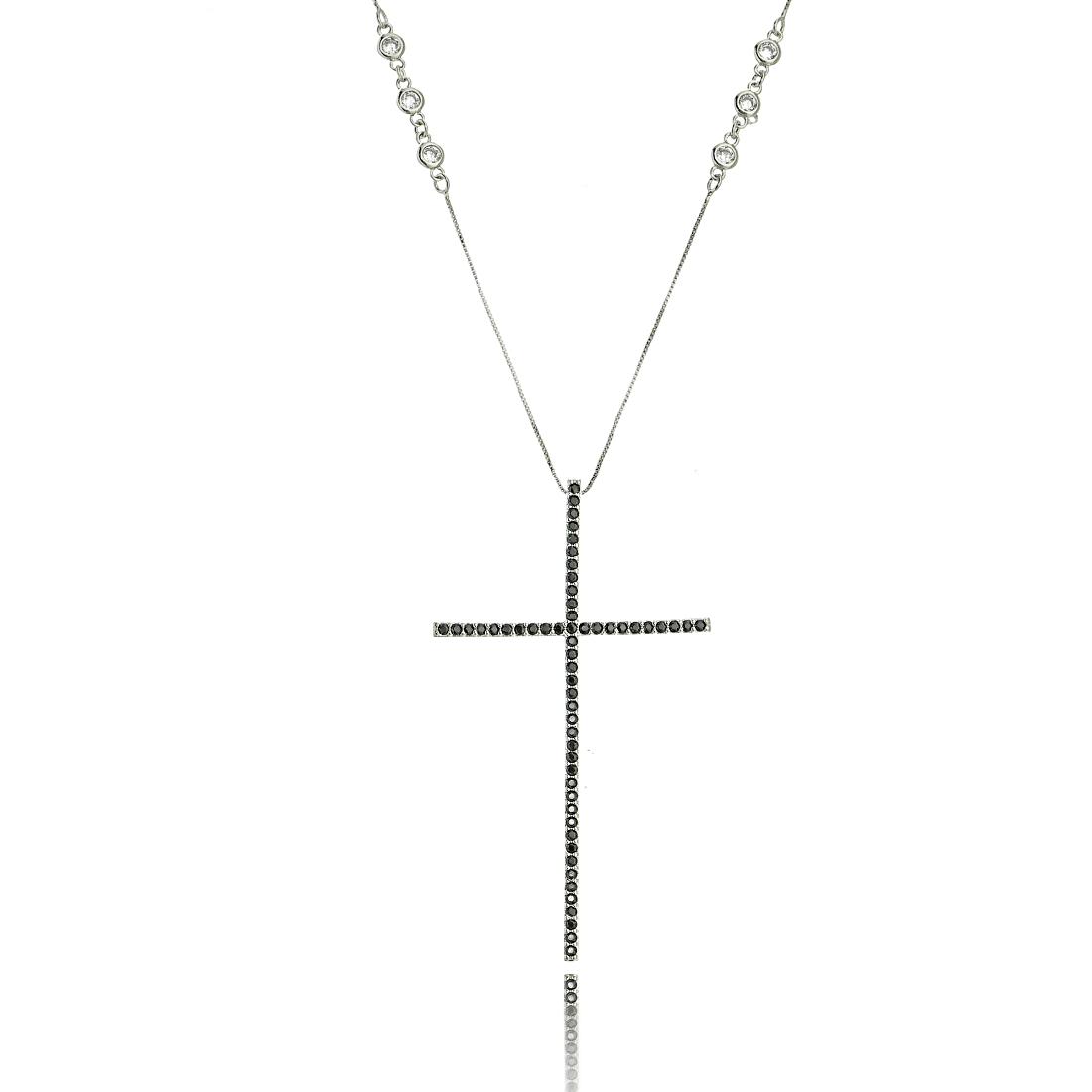 Colar Crucifixo Celebridades Grande 4 x 7 cm Zircônia Preta Corrente Tiffy Semijoia Ródio Branco  - Soloyou