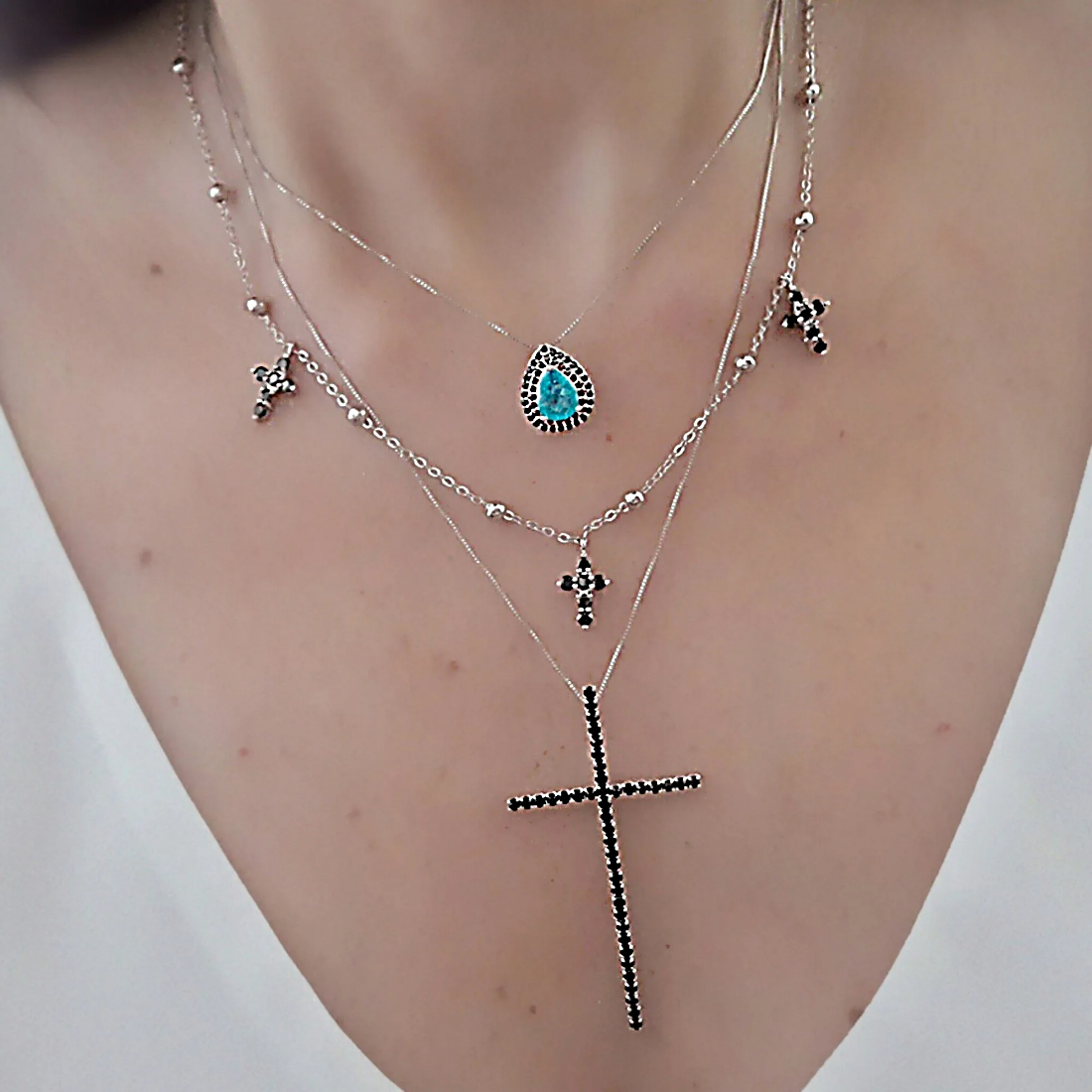 Colar Crucifixo Preto da Moda Zircônia Semijoia Ródio Branco  - Soloyou
