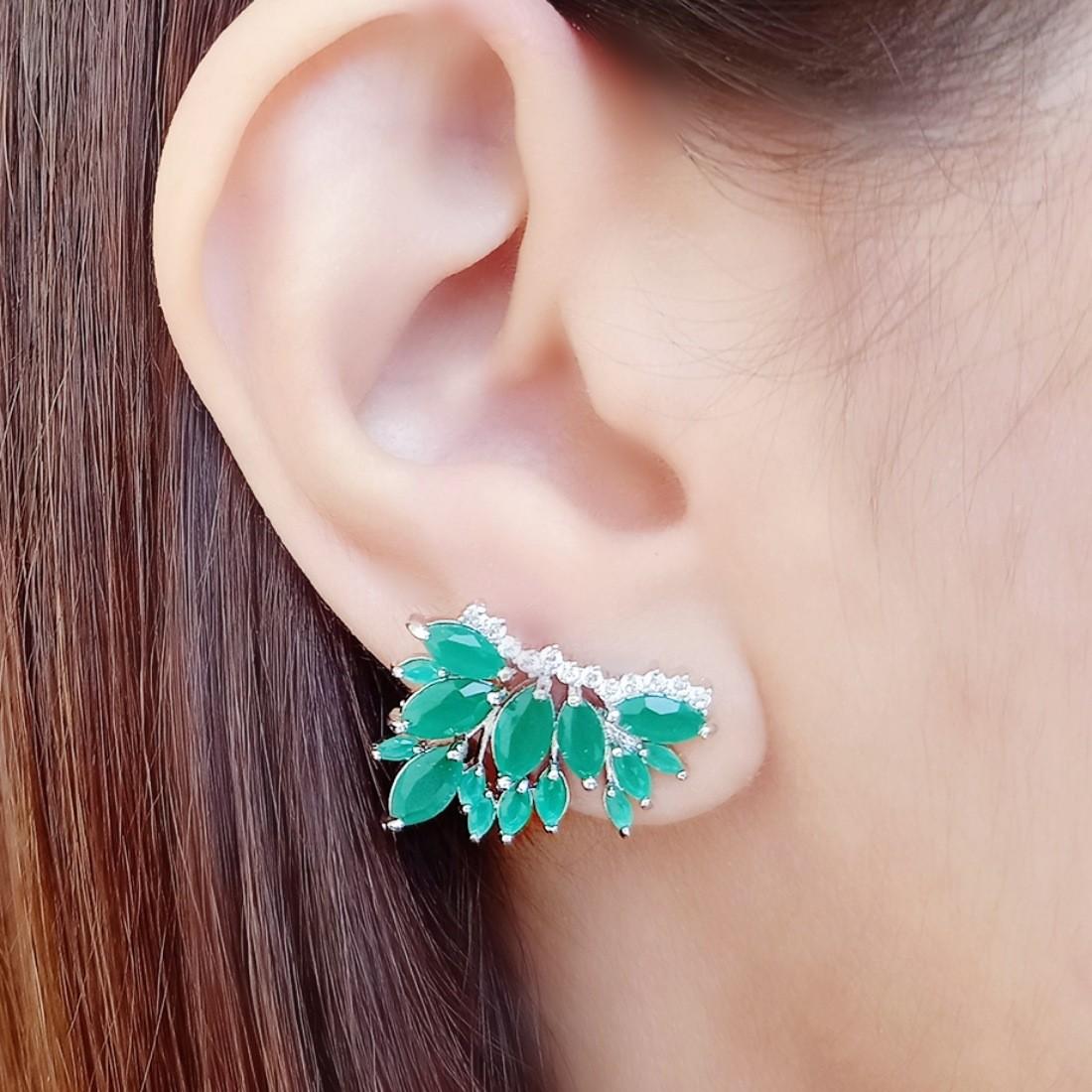 Ear Cuff Prata Esmeralda Leitosa com Micro Zircônia Cristal Semijoia em Ródio Branco  - Soloyou