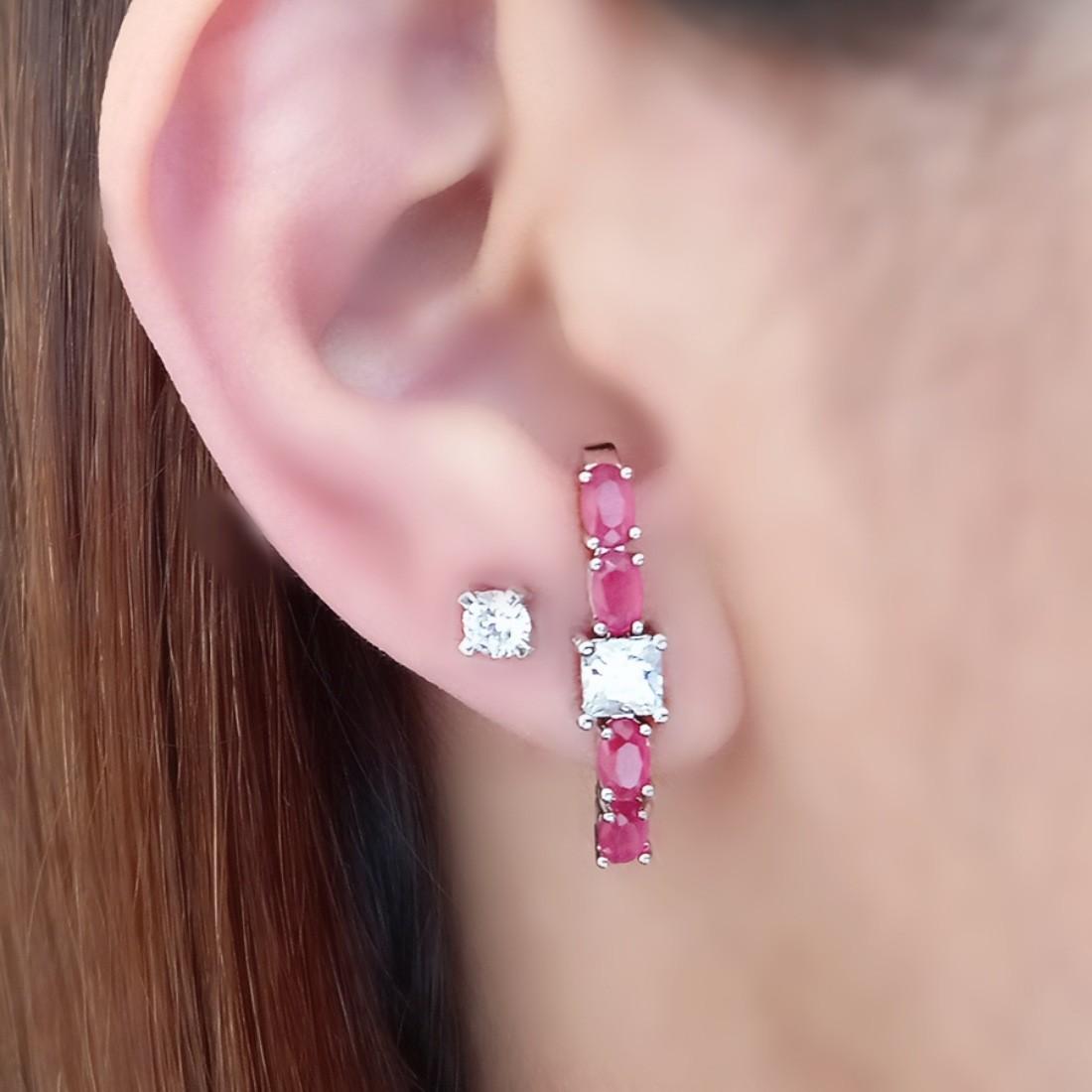 Ear Hook Brinco Rubi Leitoso com Zircônia Quadrada Cristal Semijoia Fina em Ródio Branco  - Soloyou