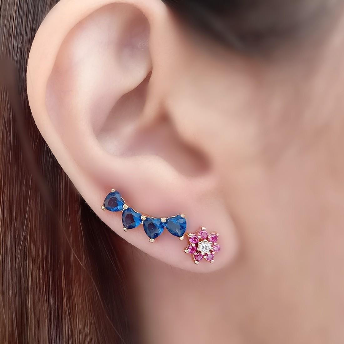 Mini Ear Cuff Corações de Zircônia Azul Safira Semijoia em Ouro 18K  - Soloyou