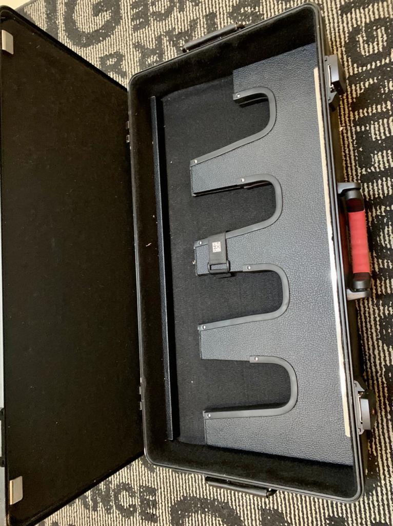 Case Gator G-GIC-BOX-TSA para Guitarras e Pedais Semi - Novo