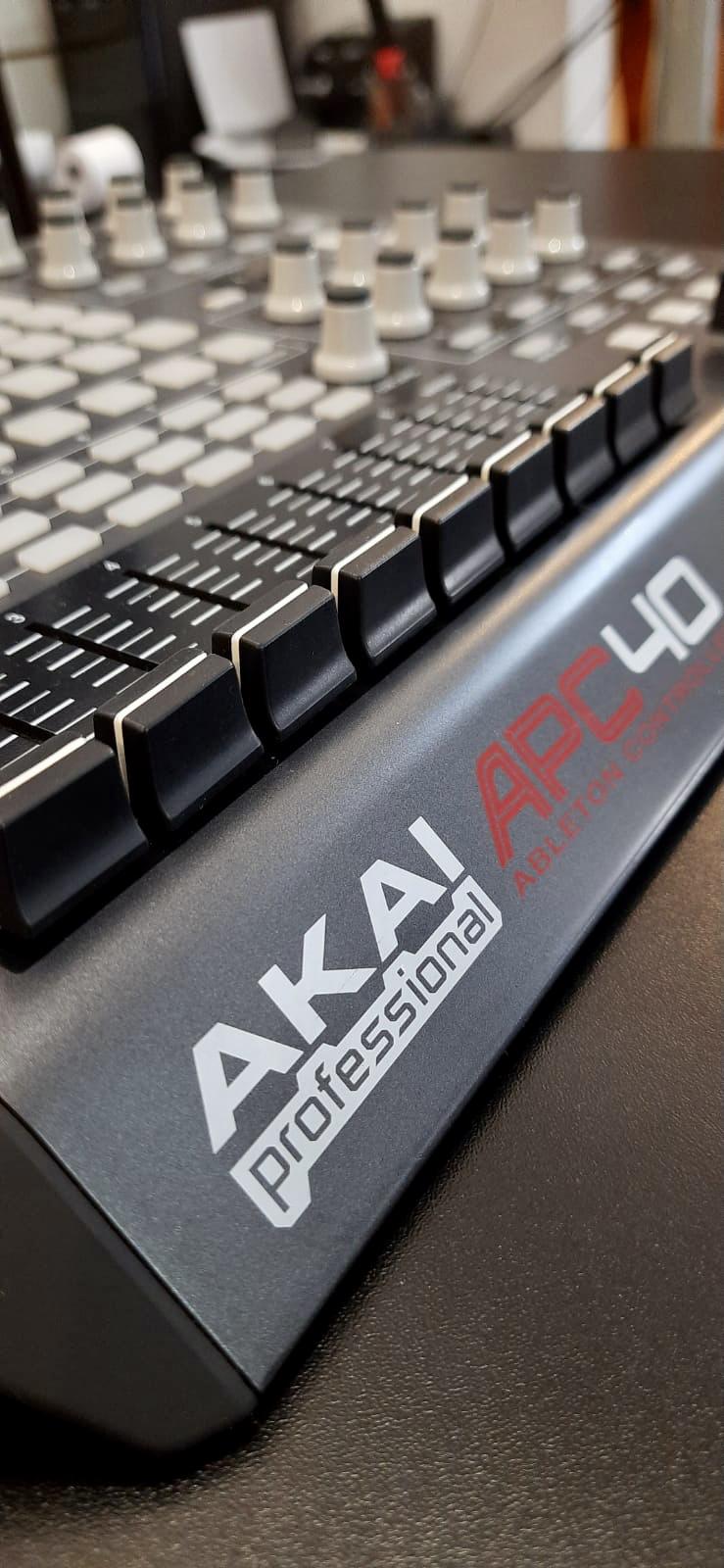 Controlador AKAI APC 40-MIDI / USB p/ Ableton Live (Semi-Novo)