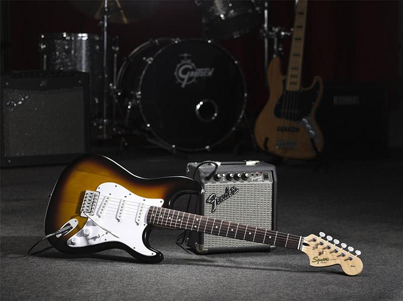 Kit Guitarra Squier Affinity Stratocaster Com Amplificador Fender.