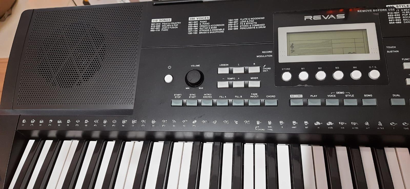 Teclado Revas KB-330 Arranjador 61 Teclas KB-330 Revas By Roland midi USB (Semi-Novo)