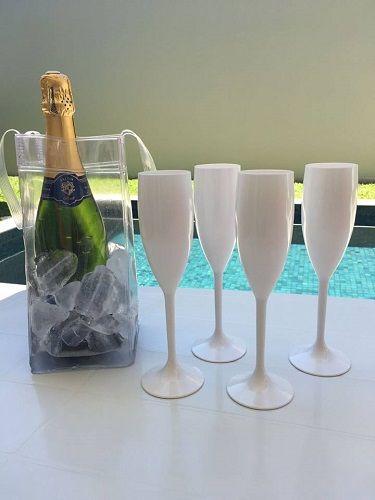 Kit com 4 taças champanhe acrílicas e 1 Icebag - Várias Cores