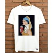Camiseta Moça com brinco de pérola