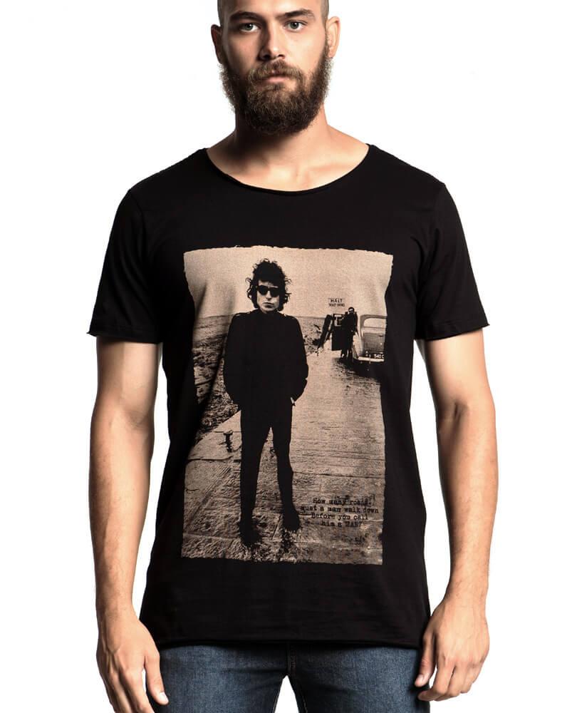 f8890e826b Quem escolhe uma camiseta do Bob Dylan sabe do que está falando! Puro bom  gosto e refinamento em uma camiseta estilosa e exclusiva STM.