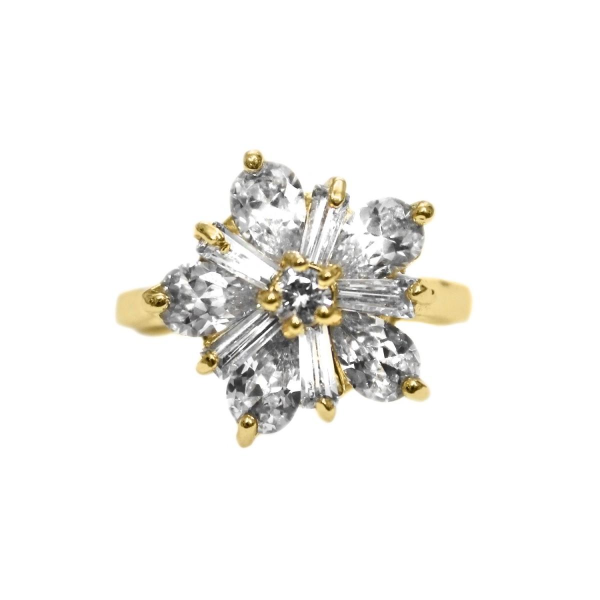 Anel de Zircônia em Formato de Estrela Folheado a Ouro 18k