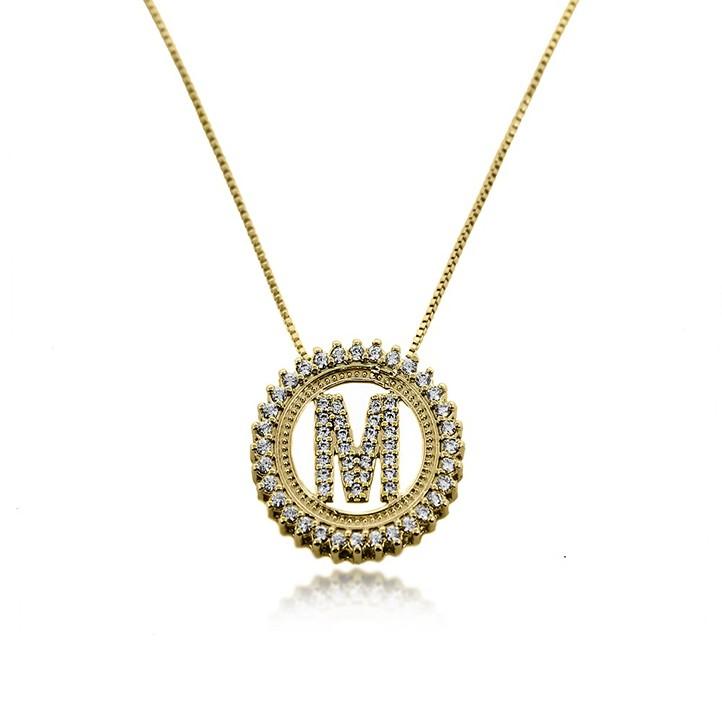 0ac8888944baa Gargantilha Mandala Redonda de Letra Cravejada por Micro Zircônias Folheada  a Ouro 18k